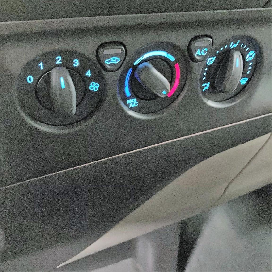 Ford-Transit Custom-10
